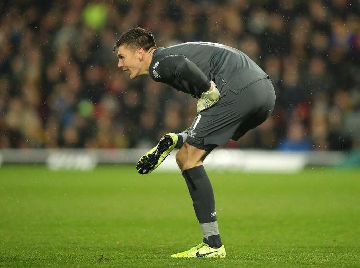 Setelah tampil apik bersama Timnas Inggris, Nick Pope kembali bermain gemilang di Liga Inggris akhir pekan lalu. Ia membuat clean sheet, saat membantu Burnley menang 3-0 atas Watford. (Foto: Marc Atkins/Getty Images)