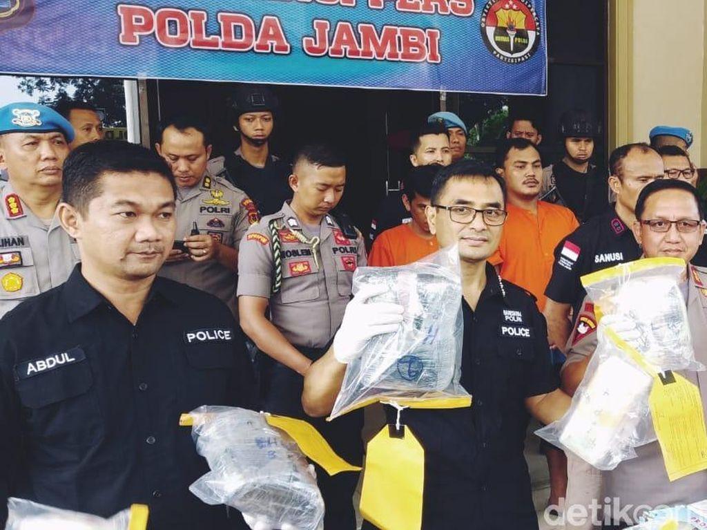Polda Jambi Gagalkan Penyelundupan 8 Kg Sabu-15 Kg Ekstasi Asal Malaysia