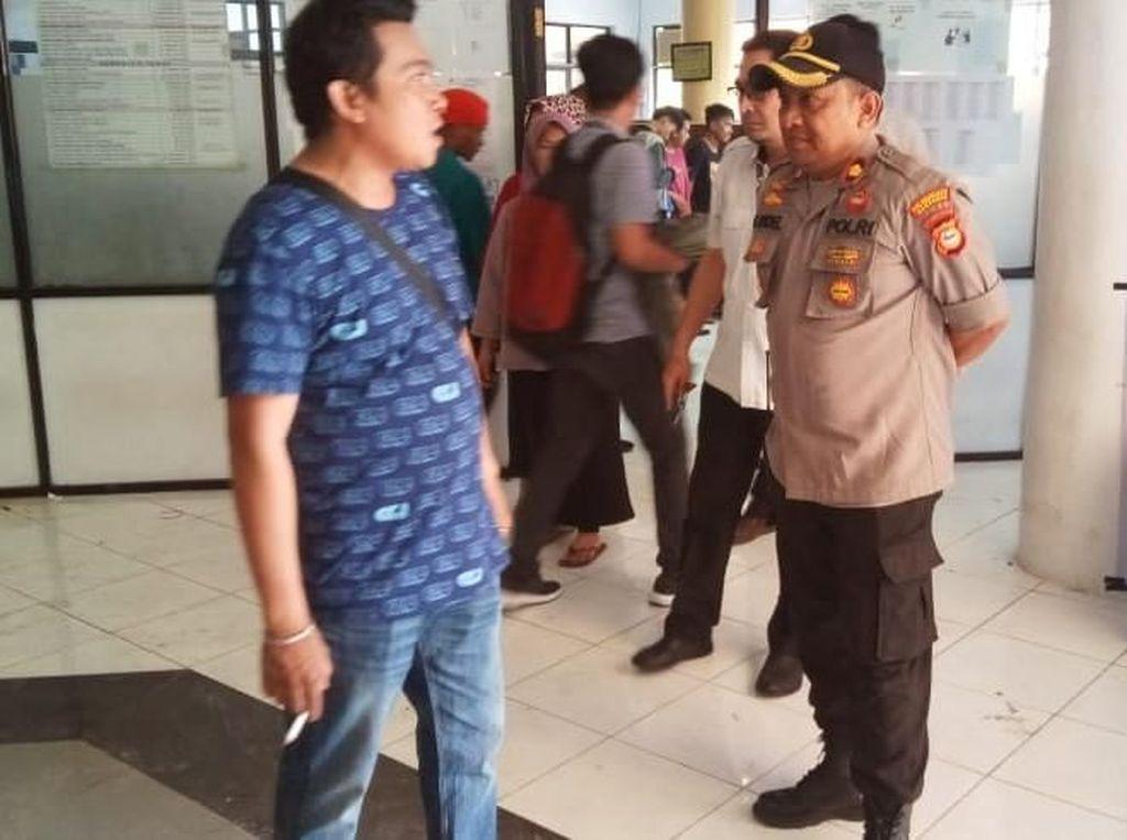 Dosen Mogok, Mahasiswa STMIK Dipanegara Makassar Bakar Kursi Kampus