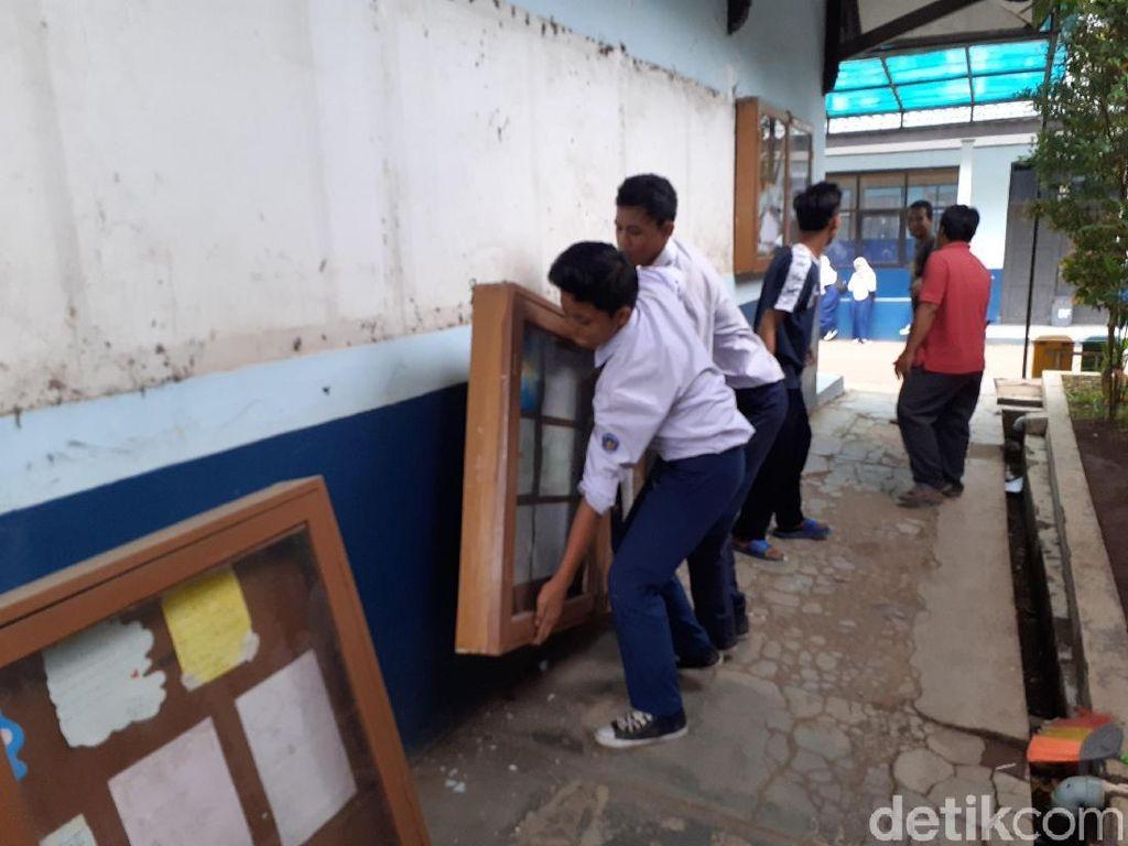 Terkena Proyek KCIC, Bangunan Kelas SMP di Bandung Barat Dibongkar