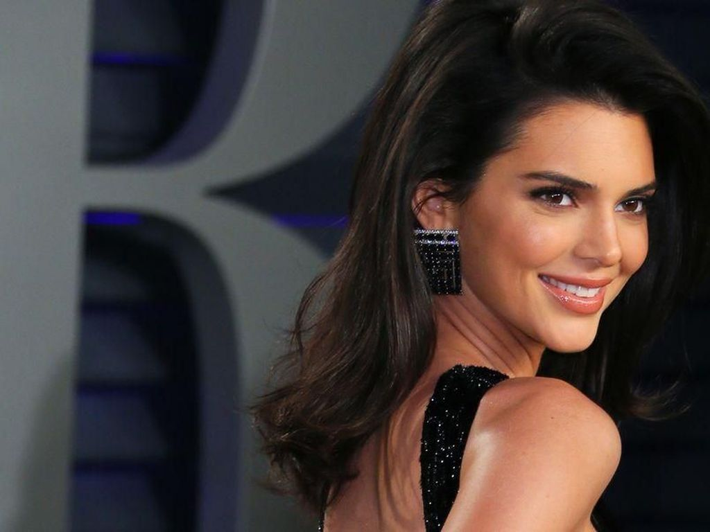 Hobi Makan Pizza hingga Burger, Ini Pola Makan Kendall Jenner yang Nyantai