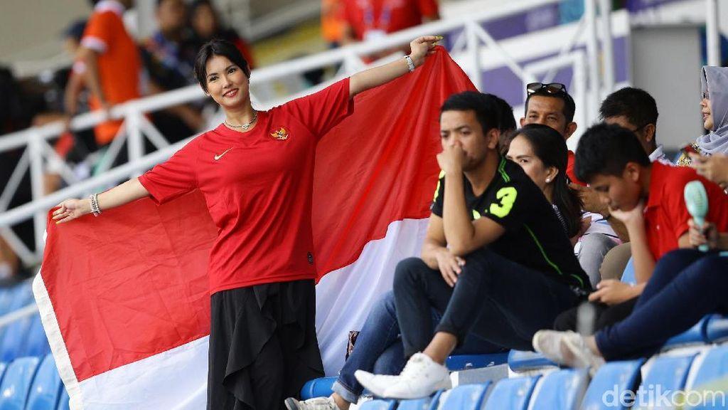 Dukung Timnas Indonesia Lawan Thailand, Miyabi Kibarkan Bendera Merah Putih