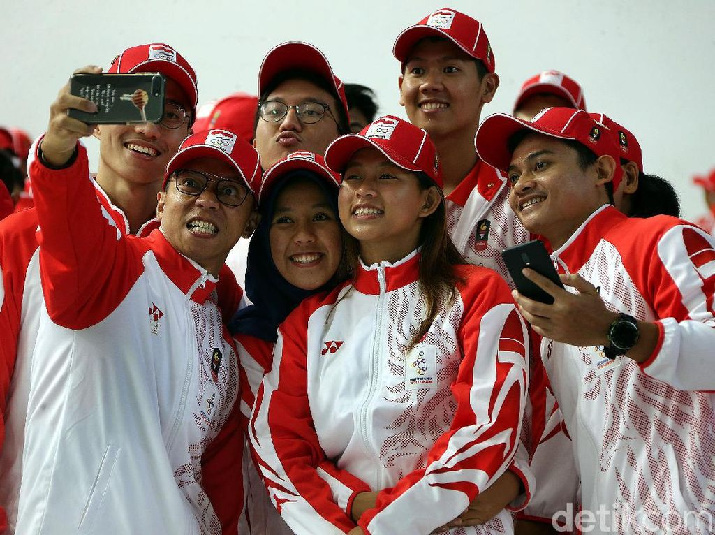 Begini Gaya Atlet SEA Games Indonesia saat Swafoto