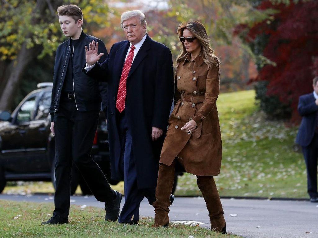 Foto: Penampilan Terbaru Melania Trump, Pakai Coat Rp 50 Juta