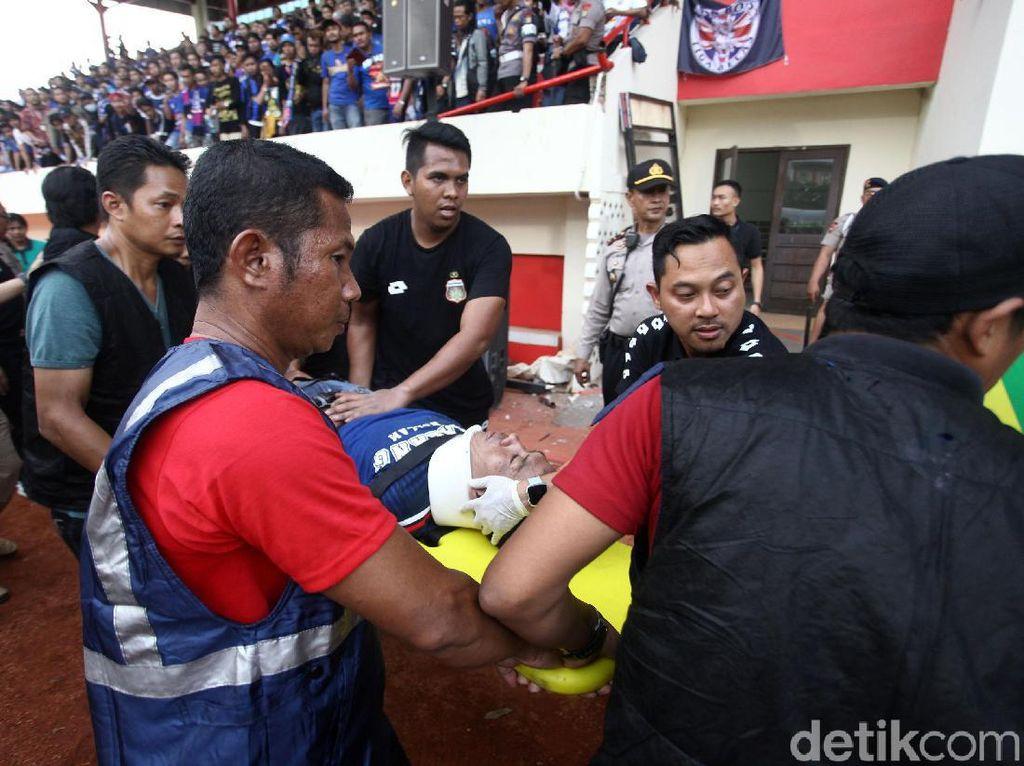 Begini Kondisi Suporter Arema yang Jatuh di Stadion PTIK
