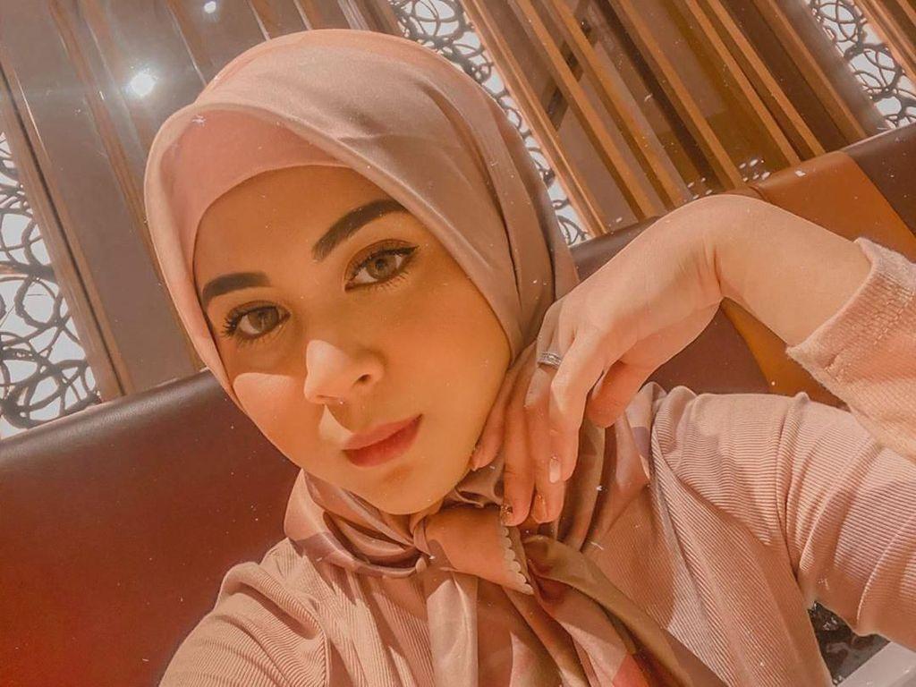 Cerita Hijrah Kesha Ratuliu, Dulu Kontroversial Kini Berhijab