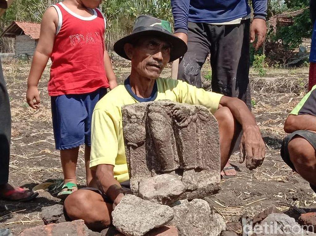 Petani di Ponorogo Temukan Arca Saat Bajak Sawah