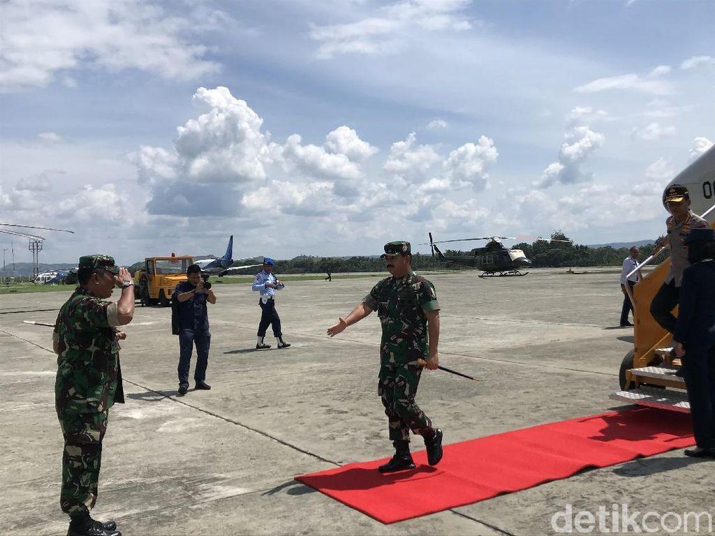 Mendarat di Papua, Panglima dan Kapolri Langsung Menuju Skouw