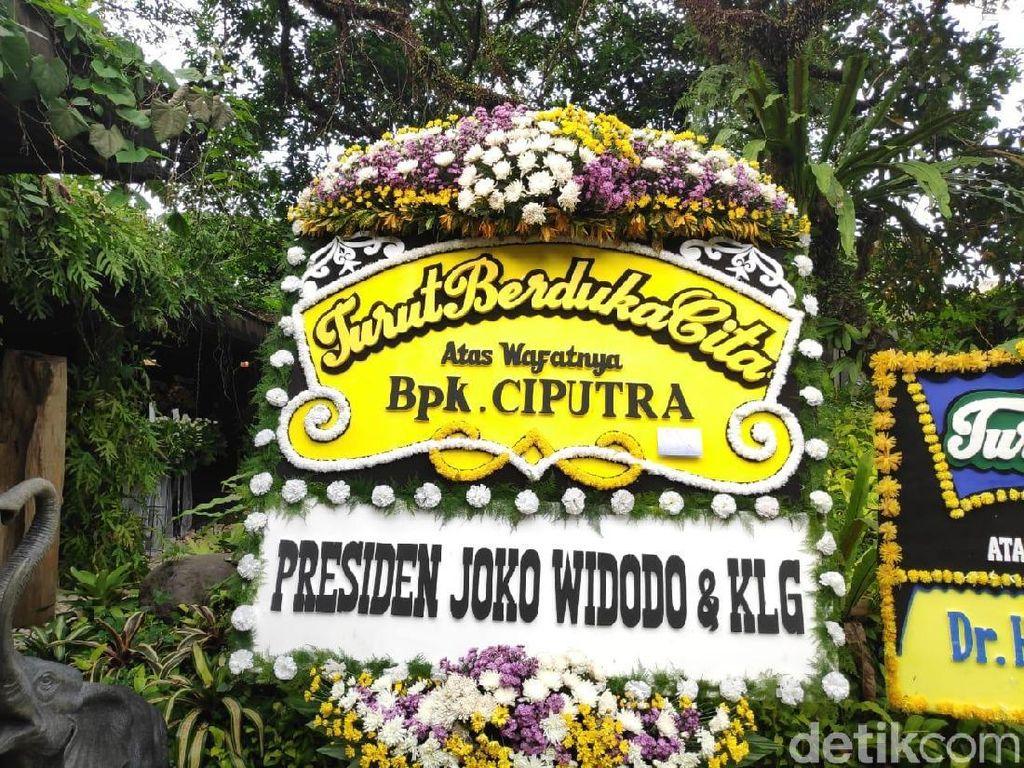 Ada Karangan Bunga Jokowi, Anies, hingga Ahok di Rumah Duka Ciputra