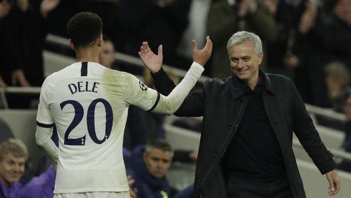 Jose Mourinho dan Dele Alli. (Foto: AP Photo)