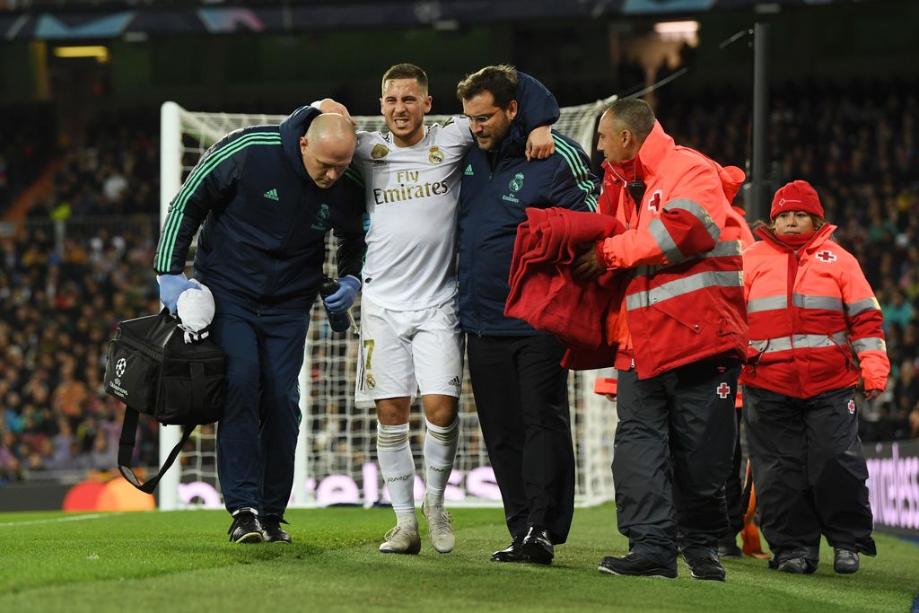 MADRID, SPAIN - NOVEMBER 26: Eden Hazard of Real Madrid leaves the pitch with an injury during the UEFA Champions League group A match between Real Madrid and Paris Saint-Germain at Bernabeu on November 26, 2019 in Madrid, Spain. (Photo by David Ramos/Getty Images)