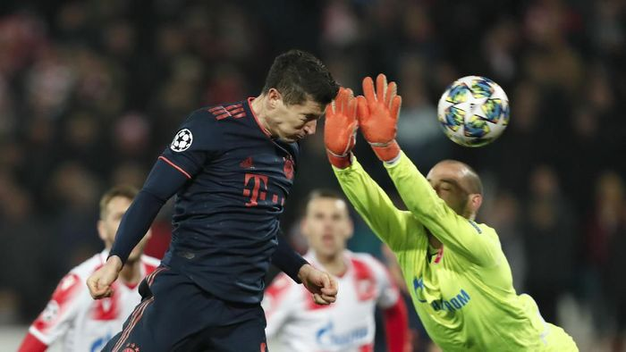 Robert Lewandowski mencetak empat gol saat Bayern Munich menggilas Red Star Belgrade 6-0 di matchday kelima Grup B Liga Champions. (Foto: Darko Vojinovic/AP Photo)
