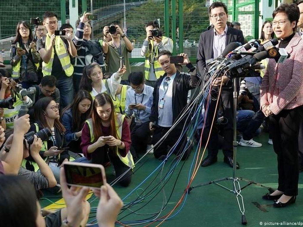 Meski Kalah dalam Pemilu Lokal, Pemimpin Hong Kong Carrie Lam Tolak Menyerah