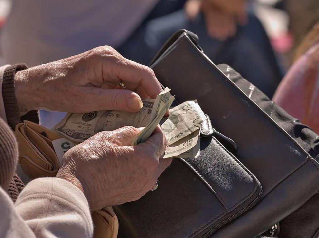 Tak Boleh Lagi Jilat Ujung Jari Saat Menghitung Uang Kembalian