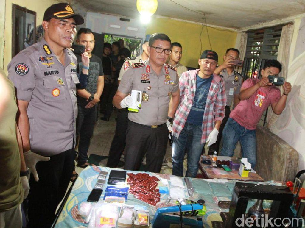Polda Riau Gerebek Rumah Pembuatan Narkoba di Pekanbaru
