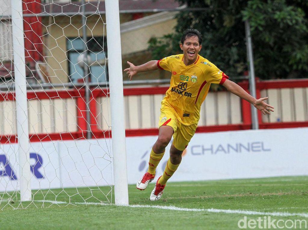 Gol Semata Wayang Adam Alis Menangkan Bhayangkara atas Arema