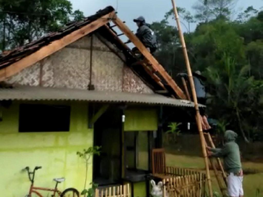 28 Rumah Rusak Diterjang Puting Beliung di Panjalu Ciamis