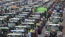 Ribuan Traktor Mengaspal di Pusat Kota Berlin