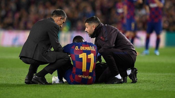 Ousmane Dembele cedera lagi (Foto: Josep LAGO / AFP)