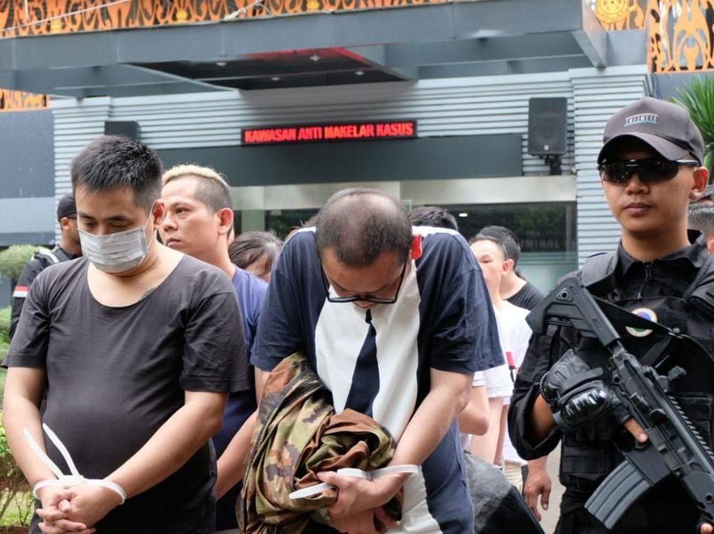 80 WN China Pelaku Penipuan Telecom Fraud Diserahkan ke Imigrasi