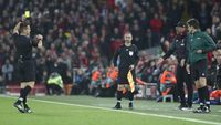 Liverpool Vs Napoli: Mengapa Klopp Dikartu Kuning Wasit?