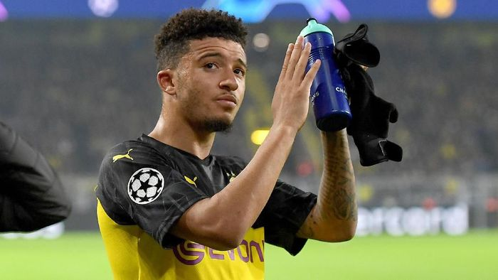DORTMUND, GERMANY - NOVEMBER 05: Jadon Sancho of Borussia Dortmund acknowledges the fans following the UEFA Champions League group F match between Borussia Dortmund and Inter at Signal Iduna Park on November 05, 2019 in Dortmund, Germany. (Photo by Jörg Schüler/Getty Images)