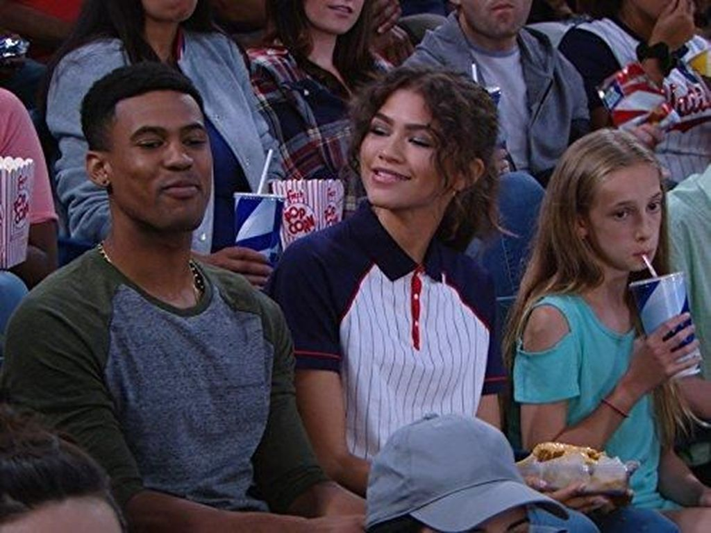 Bintang Disney Ditangkap karena Pukul Kepala Kekasih hingga Gegar Otak