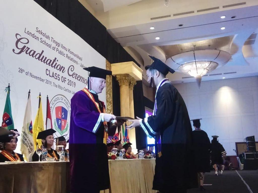 Wisuda 1.080 Mahasiswa, LSPR Jadi Institut Komunikasi dan Bisnis