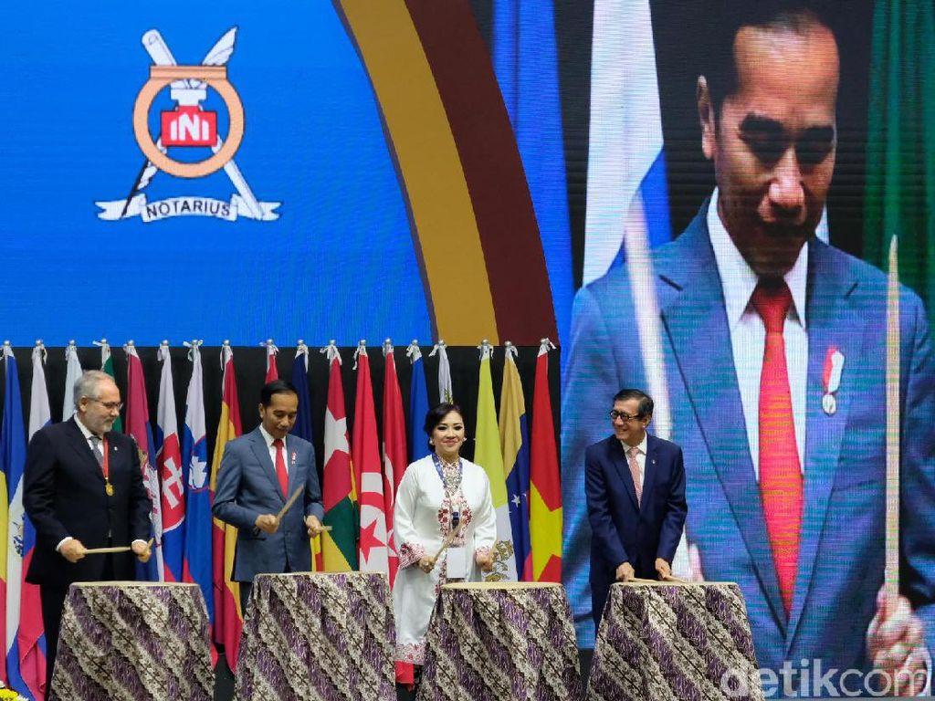 Jokowi Minta Notaris Tak Lagi Bawa Pulpen, Tapi Laptop