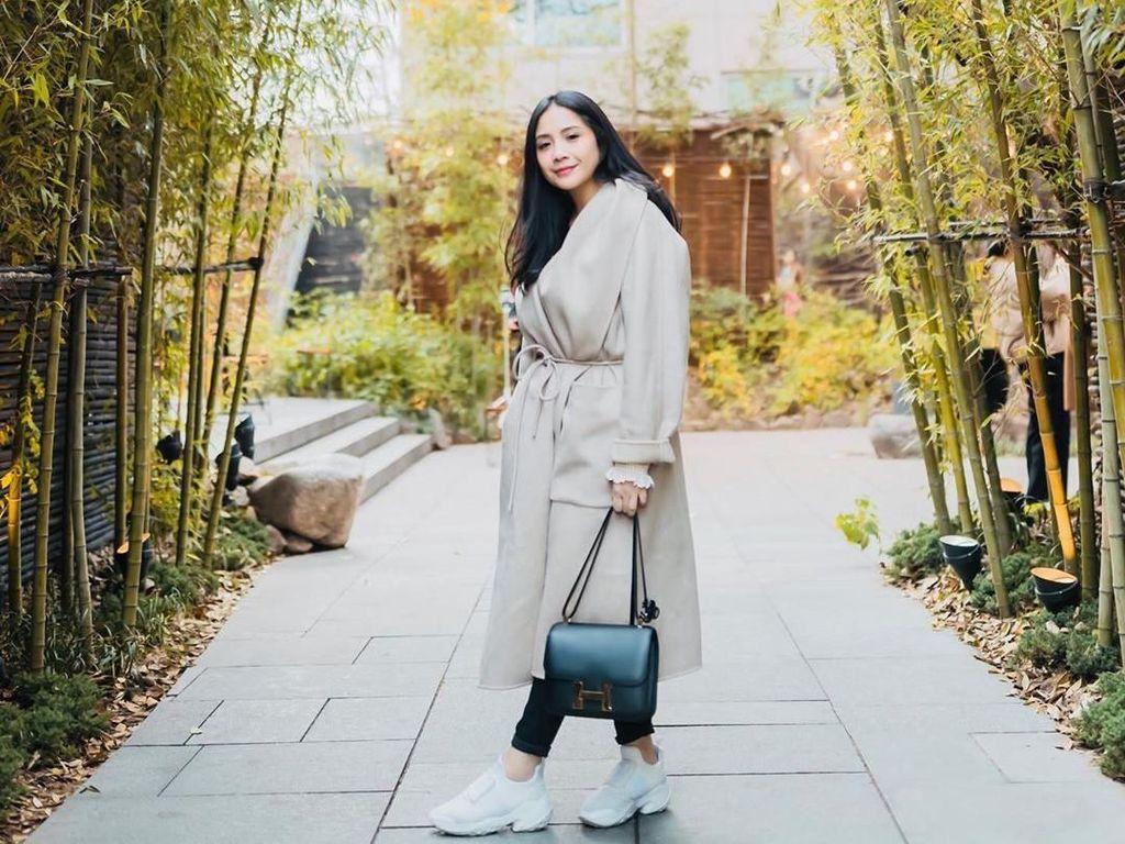 Cantiknya Nagita Slavina Liburan ke Korea Pakai Coat Rp 95 Juta