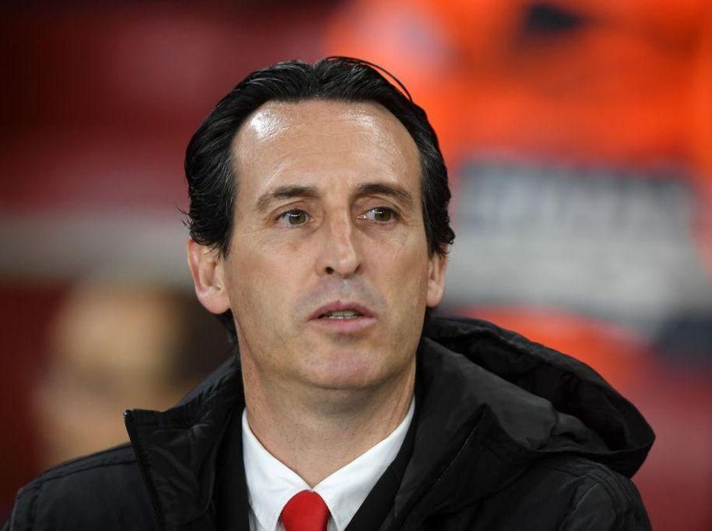 Fan Arsenal Sambut Suka Cita Dipecatnya Emery