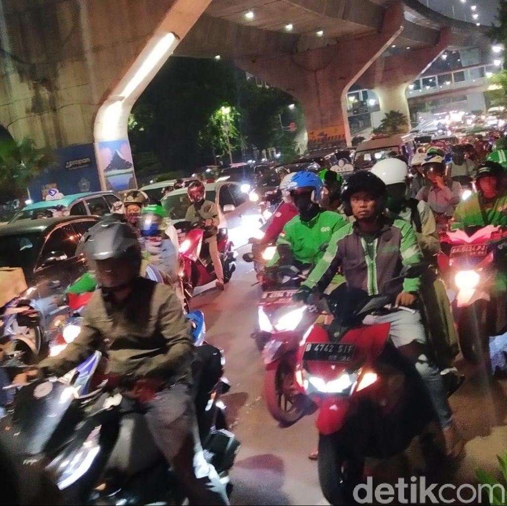 Jokowi Stuck 30 Menit di Casablanca Jaksel, Begini Macetnya Saat Sore Hari