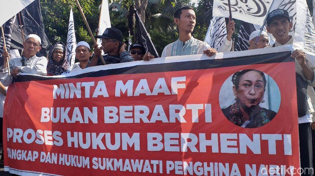 Aliansi Umat Islam Surabaya Tuntut Sukmawati Diadili