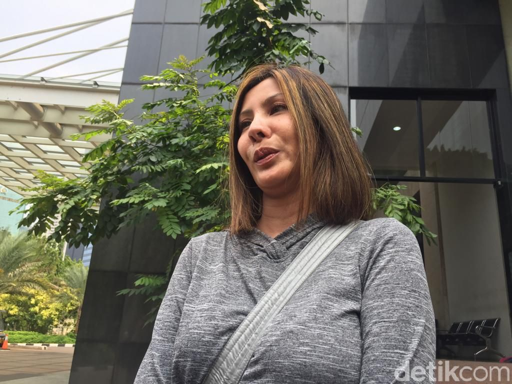 Istri Sajad Ukra Sambangi Polda Terkait Nikita Mirzani, Ada Apa?
