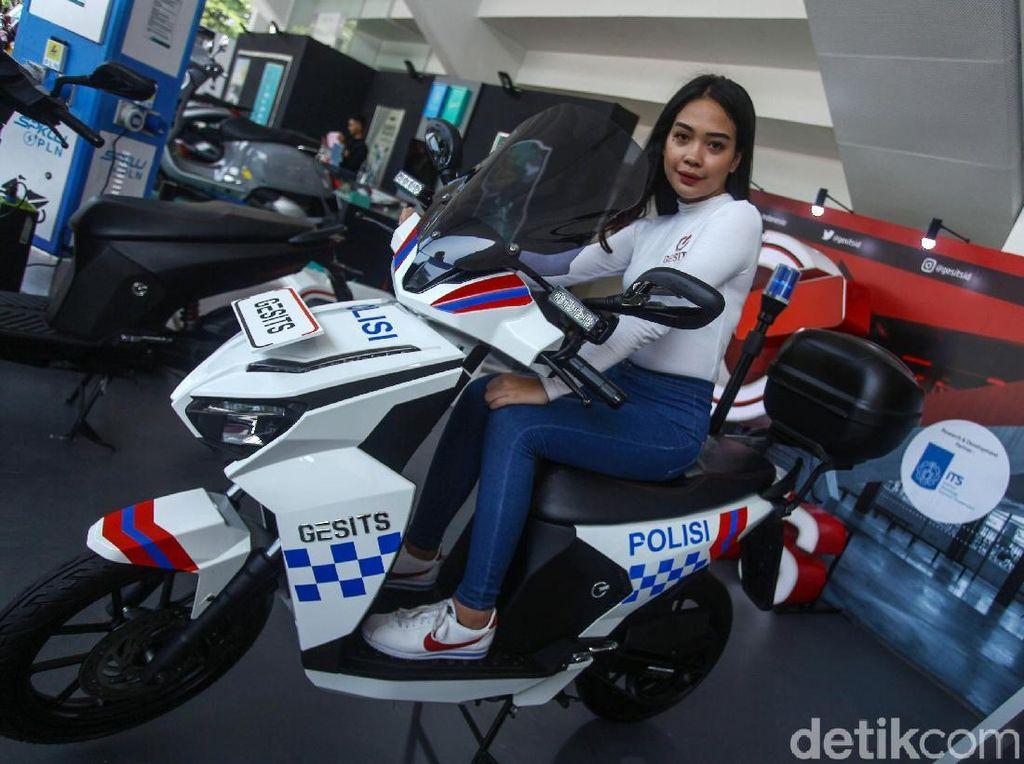 Motor Polisi Listrik Mejeng di IIMS Motobike