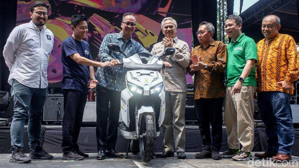 Menperin Agus Gumiwang Resmi Buka IIMS Motobike