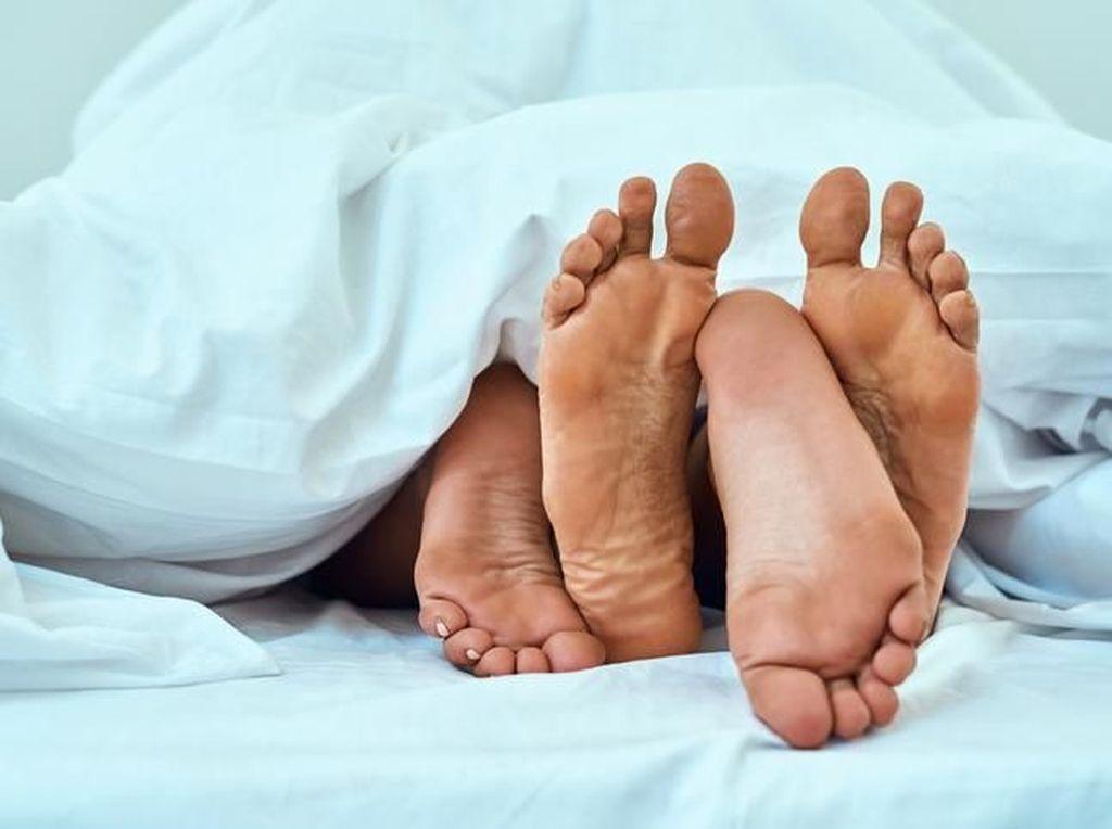 Kebelet di Tengah Seks, Memang Ingin Kencing atau Akan Orgasme?