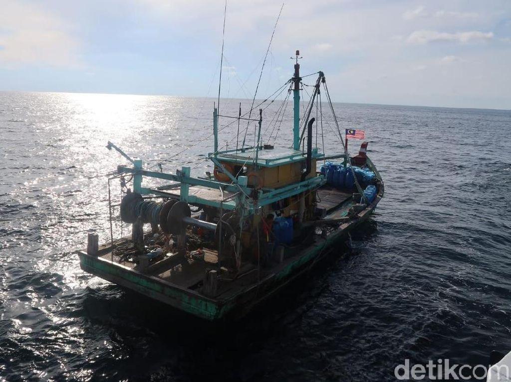 Kapal Ikan Berbendera Malaysia Ditangkap di Selat Malaka
