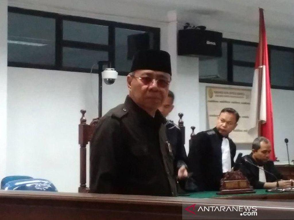 Eks Bupati di Aceh  Menangis Saat Ditanya Transfer Rp 1 M ke Sopir Pribadi