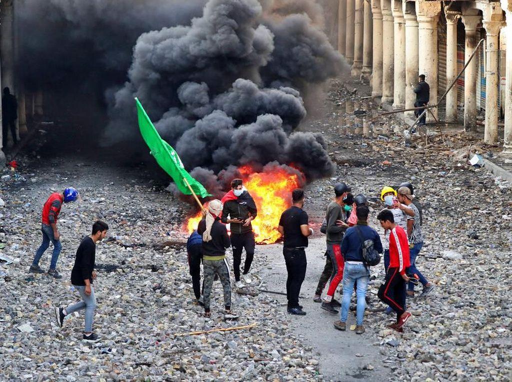 Brutal! Demonstran Irak Serang ABG 17 Tahun Hingga Tewas
