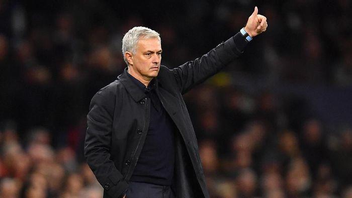 Sorotan di laga Manchester United vs Tottenham Hotspur akan mengarah ke Jose Mourinho (Foto: Justin Setterfield / Getty Images)