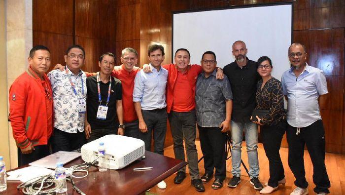 Luis Milla bertemu dengan PSSI di Manila. (Foto: Dok. PSSI)