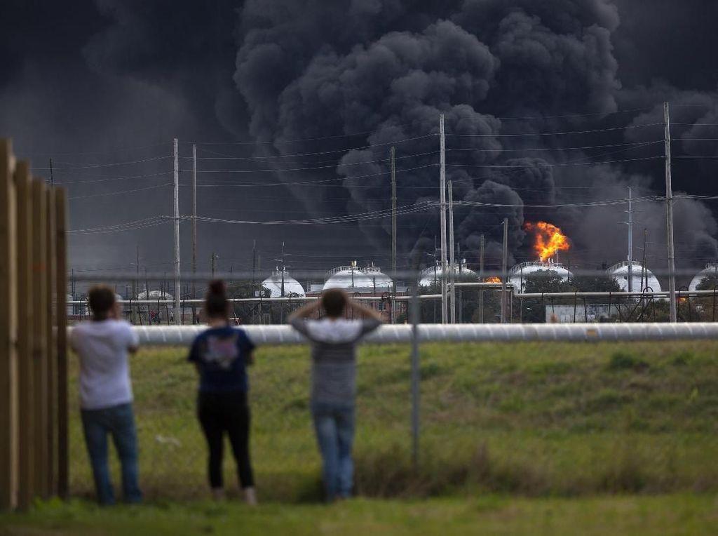 3 Orang Terluka Akibat Ledakan Pabrik Kimia di Texas