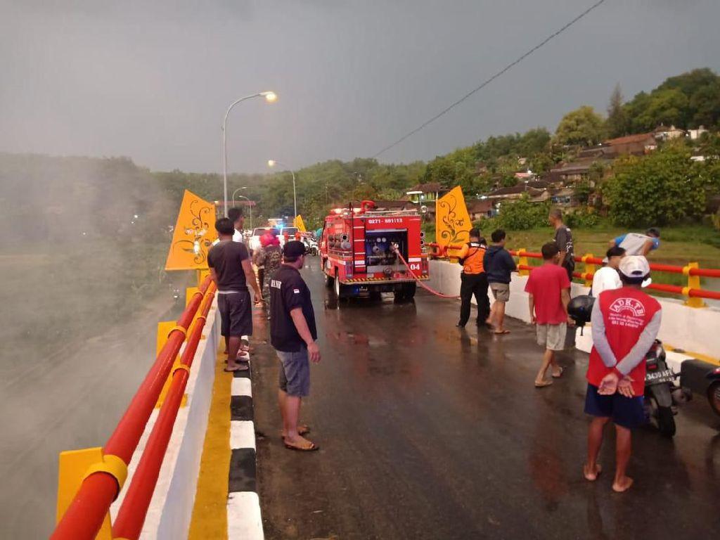 Jembatan Menuju Kawasan Wisata Ziarah Gunung Kemukus Sragen Terbakar