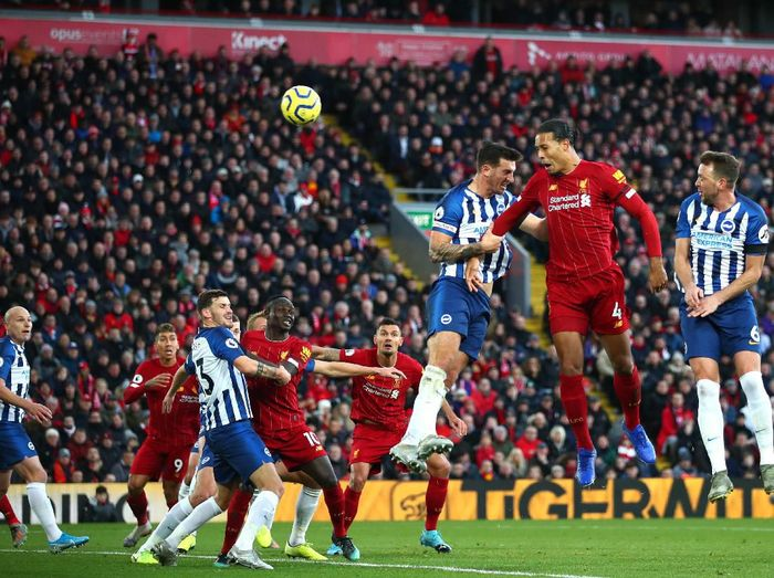 LIVERPOOL, ENGLAND - NOVEMBER 30:  Virgil van Dijk (R) of Liverpool scores his teams second goal with header during the Premier League match between Liverpool FC and Brighton & Hove Albion at Anfield on November 30, 2019 in Liverpool, United Kingdom. (Photo by Clive Brunskill/Getty Images)