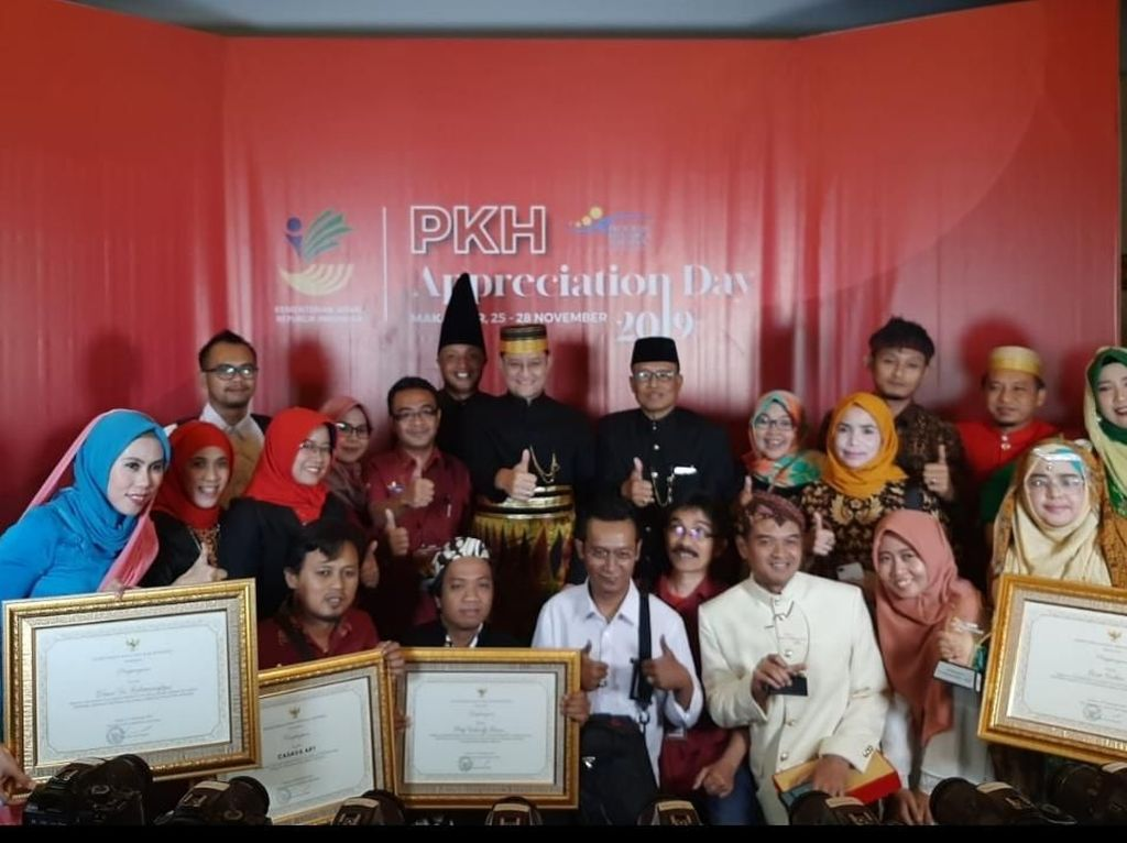 Maksimalkan Program Keluarga Harapan, Jatim Raih Penghargaan dari Mensos