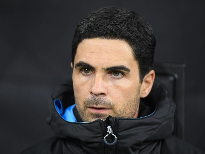 MILAN, ITALY - NOVEMBER 06: Mikel Arteta, Manchester City assistant coach looks on during the UEFA Champions League group C match between Atalanta and Manchester City at Stadio Giuseppe Meazza on November 06, 2019 in Milan, Italy. (Photo by Michael Regan/Getty Images)