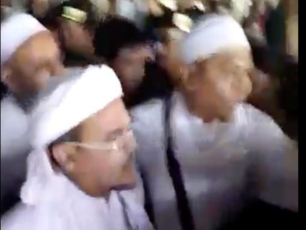 Viral Video Habib Rizieq Tiba di Indonesia