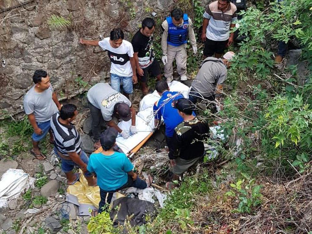Motor Terjun ke Sungai di Mojokerto, Satu Keluarga Tewas