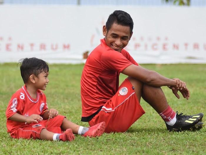 Ramdani Lestaluhu dan putranya